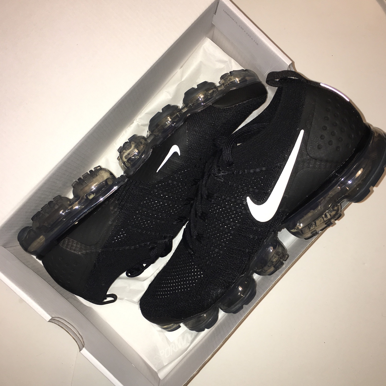 vapormax flyknit 2 black and white