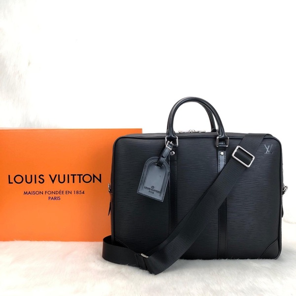 Louis Vuitton Porte Voyage And Digital Leather