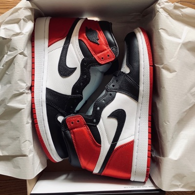 Air Jordan 1 Satin Black Toe - Us 5 | Eu 37.5