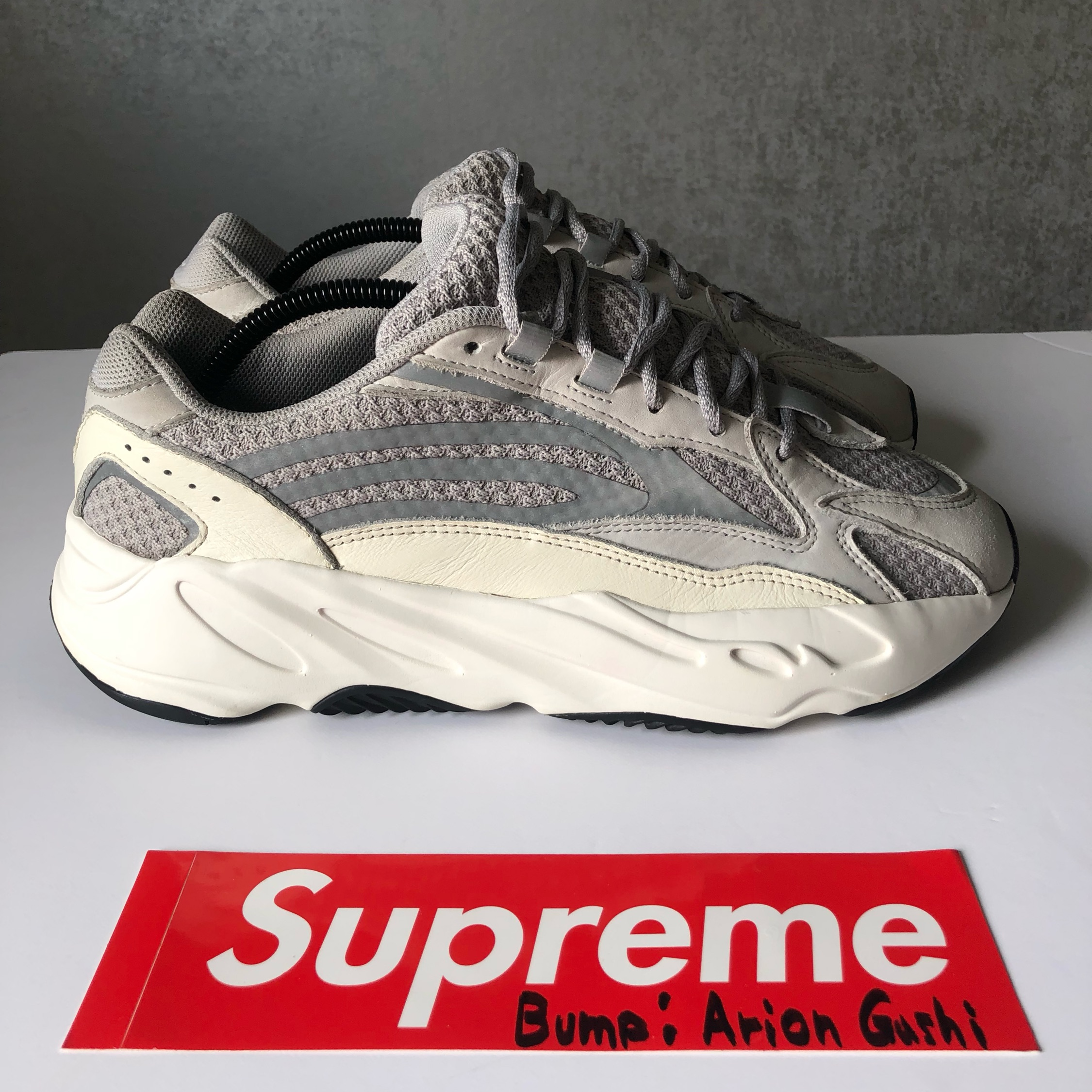 finest selection ac482 1ee7a Yeezy 700 V2 Static
