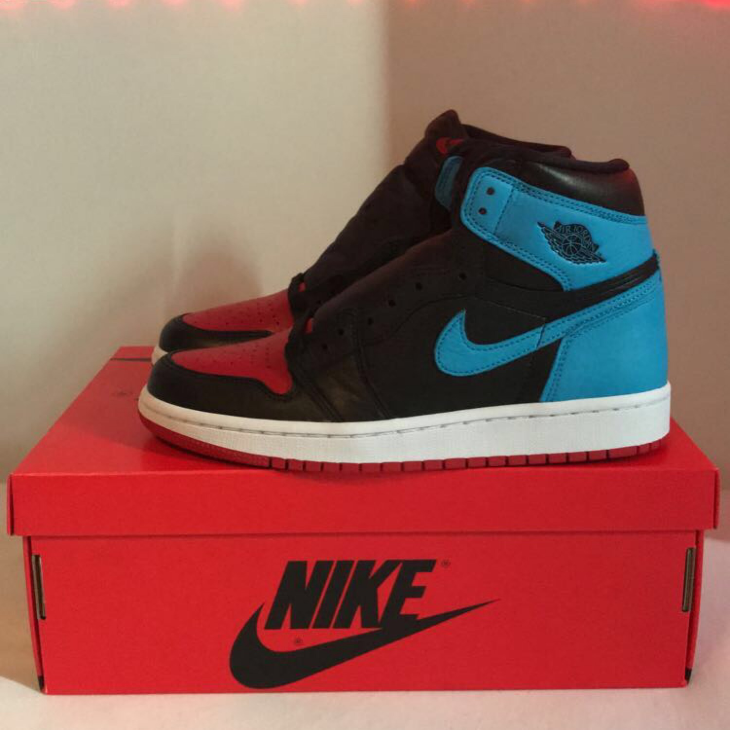 Jordan 1 Retro high UNC Chicago Leather (W)