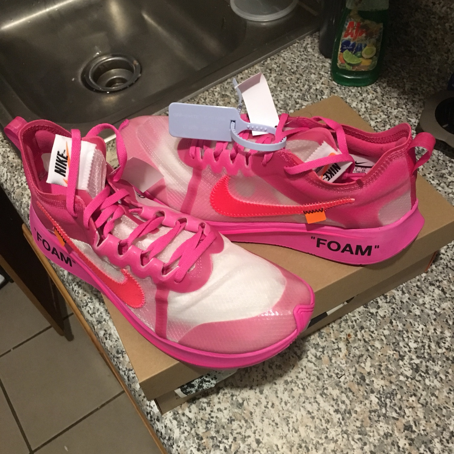 3f40a1eb36cf3 Nike Zoom Fly Off-White Tulip Pink