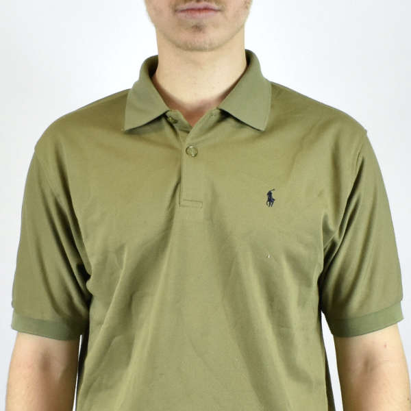 Unisex Vintage Ralph Lauren polo shirt in olive green has a logo on the front size M