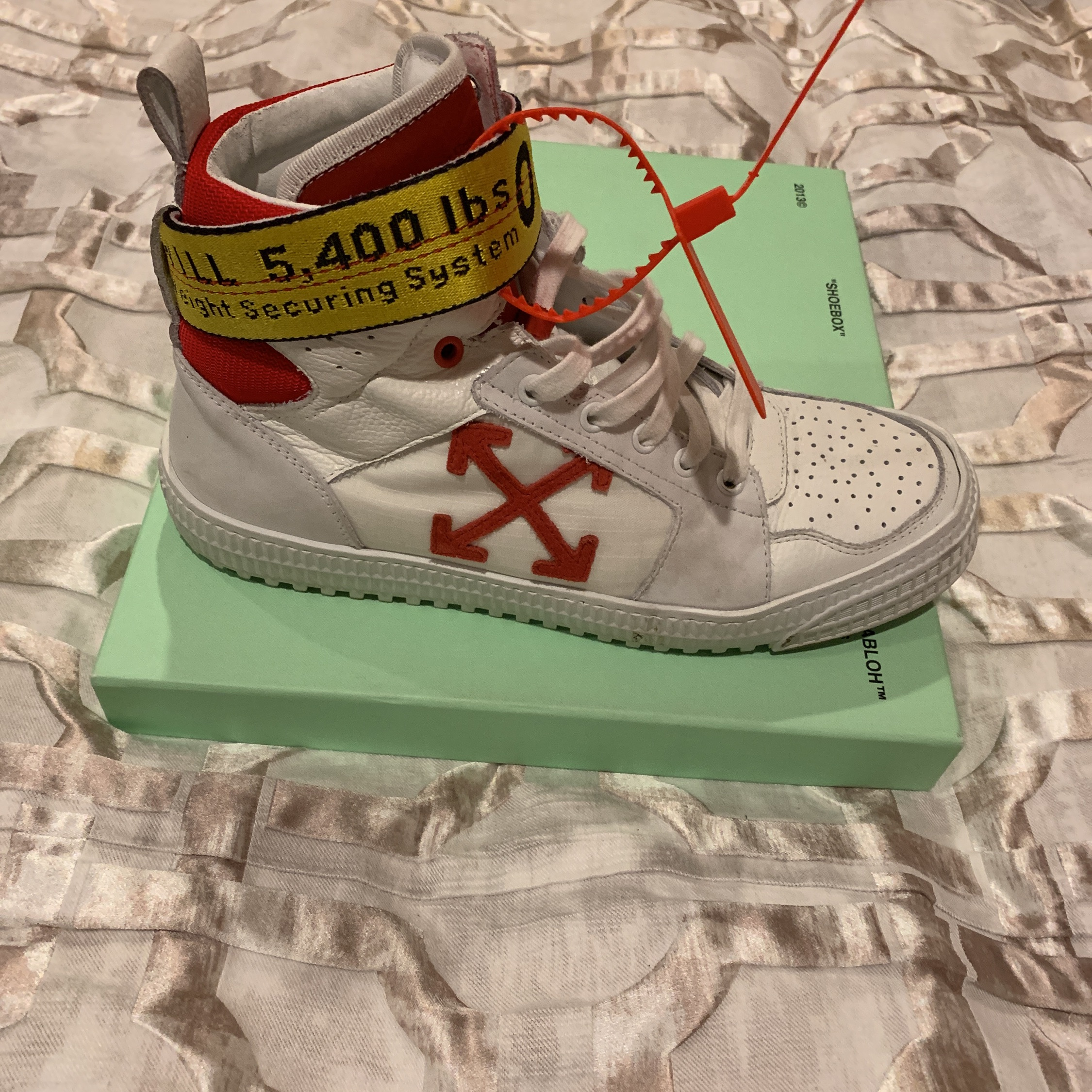 Lb Height Top Red And White Shoes