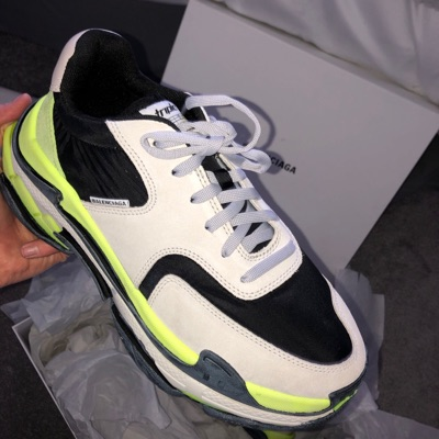 New ArrivalBalenciaga Triple S Blue Yellow Detail Review