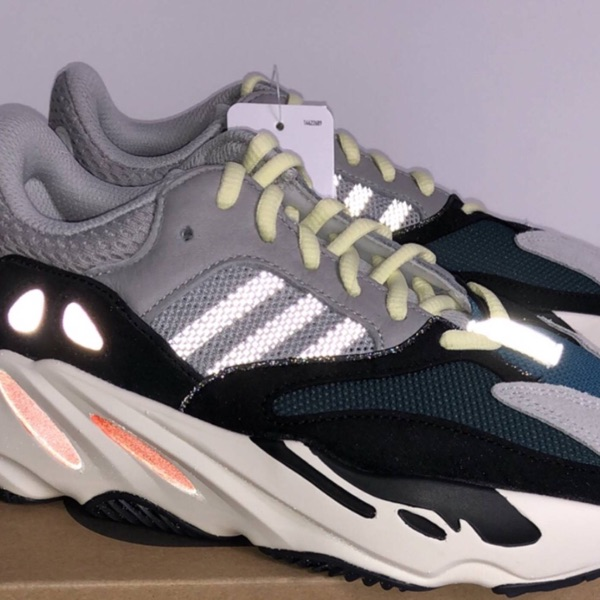 Deadstock Yeezy 700 Wave Runner Size 7