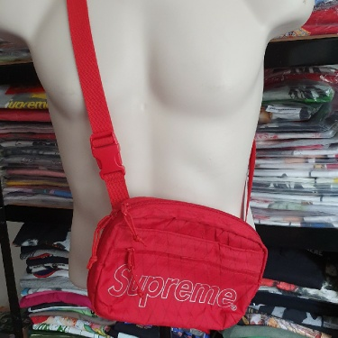 FW18 Supreme Red shoulder bag
