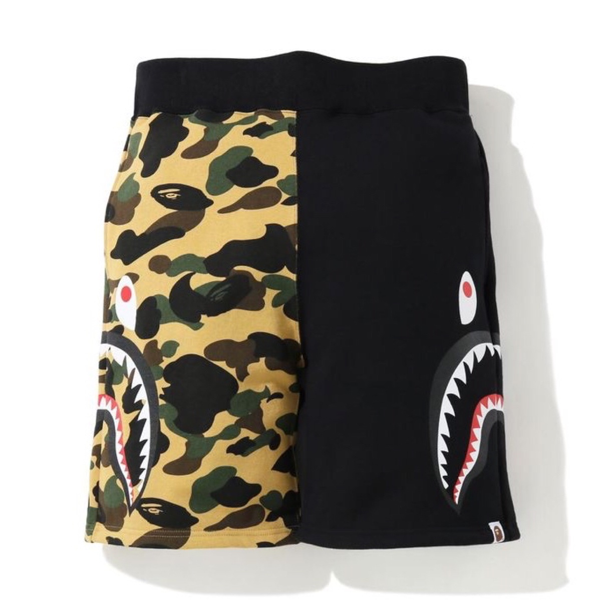 BAPE 1ST CAMO SIDE SHARK SWEAT SHORTS BLACK