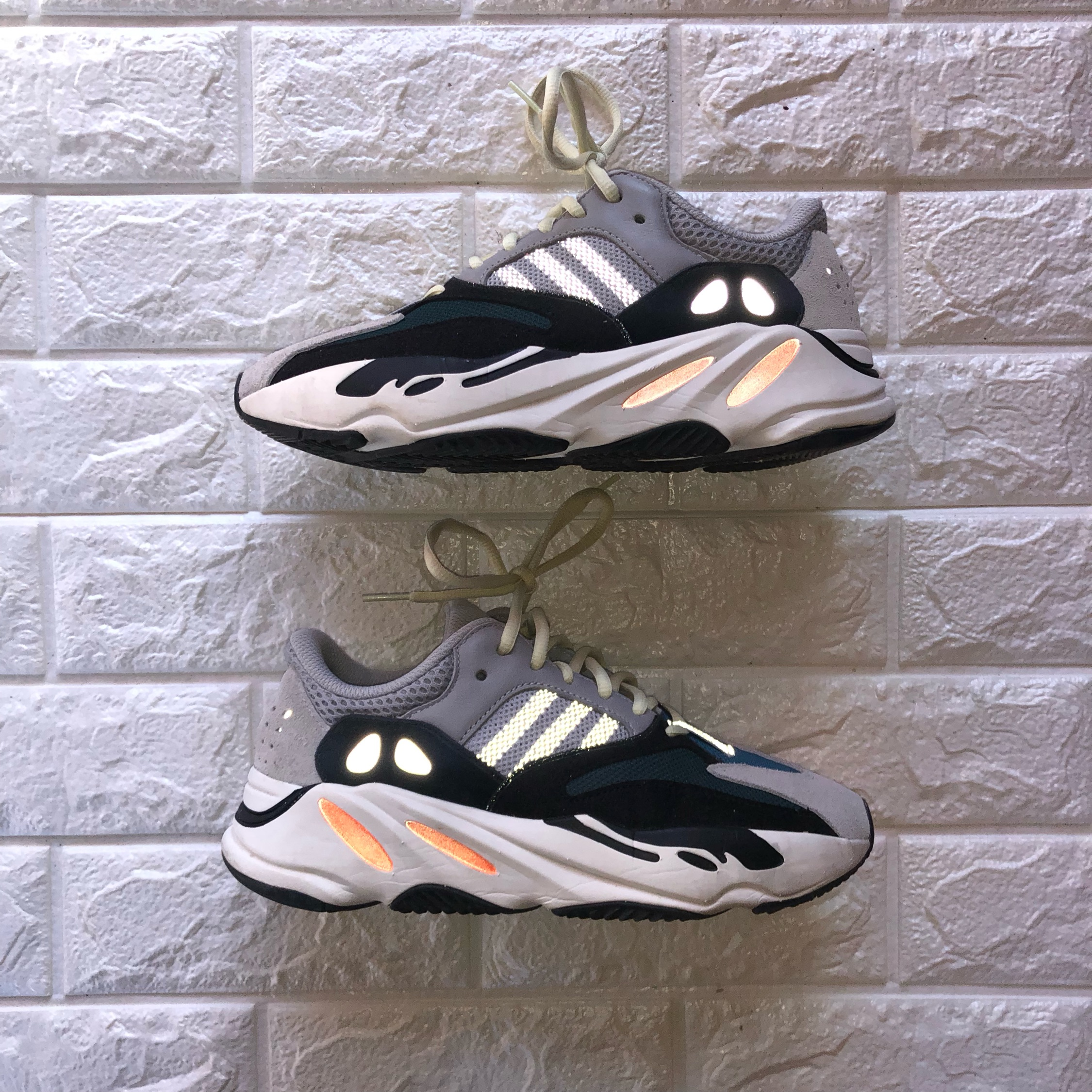 065cd2ced95c4 Yeezy Boost 700 Wave Runner Size 39 1 3