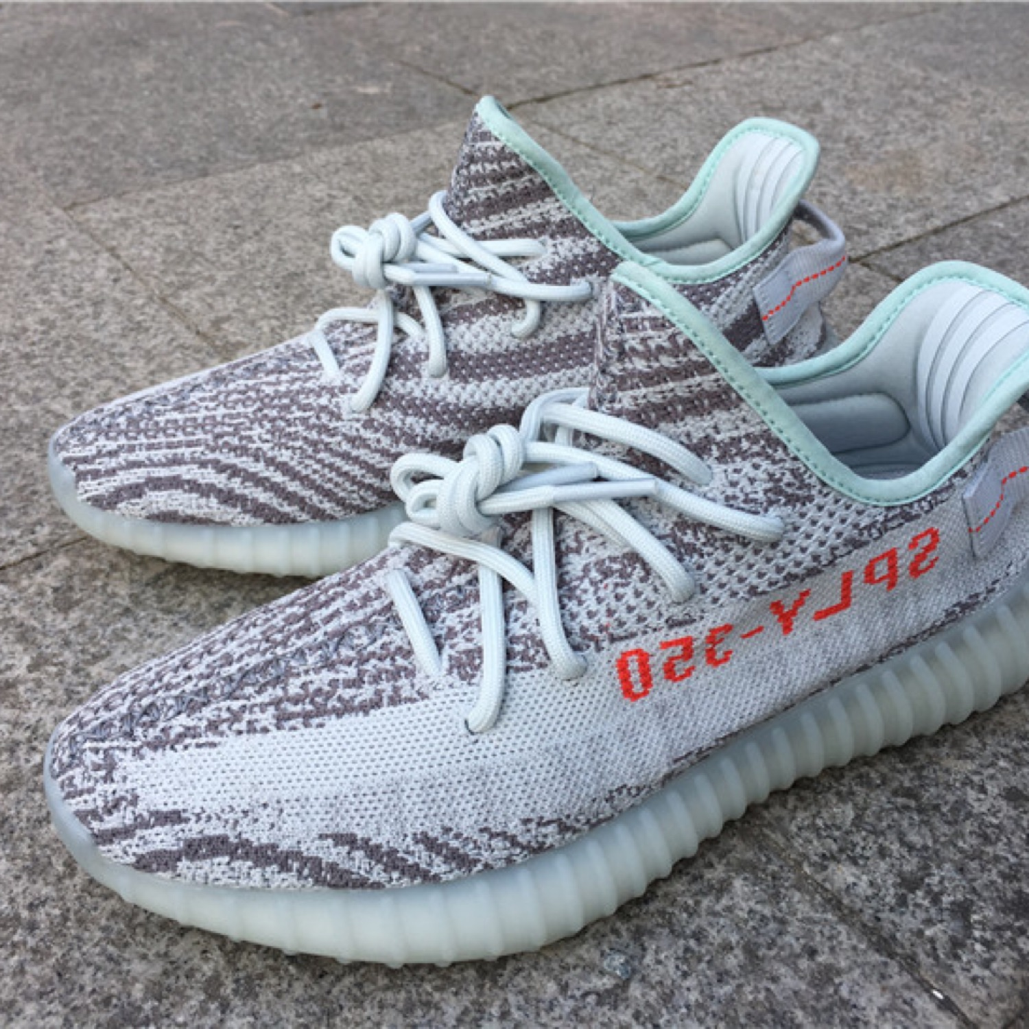 e3e1fc07 Yeezy Boost 350 V2 Blue Tint | Us: 7 | Uk: 6.5