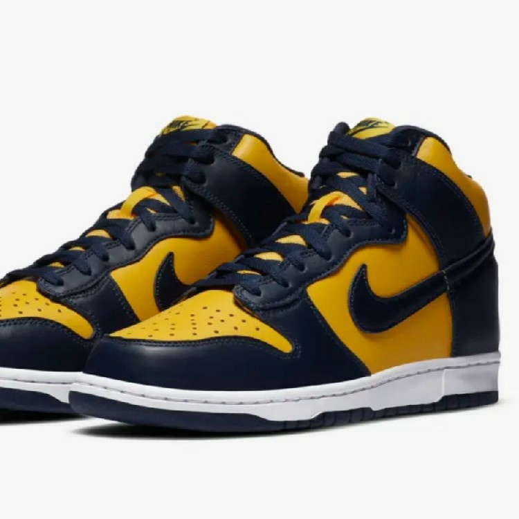 UK Size 9.5 Deadstock Nike Dunk High Michigan