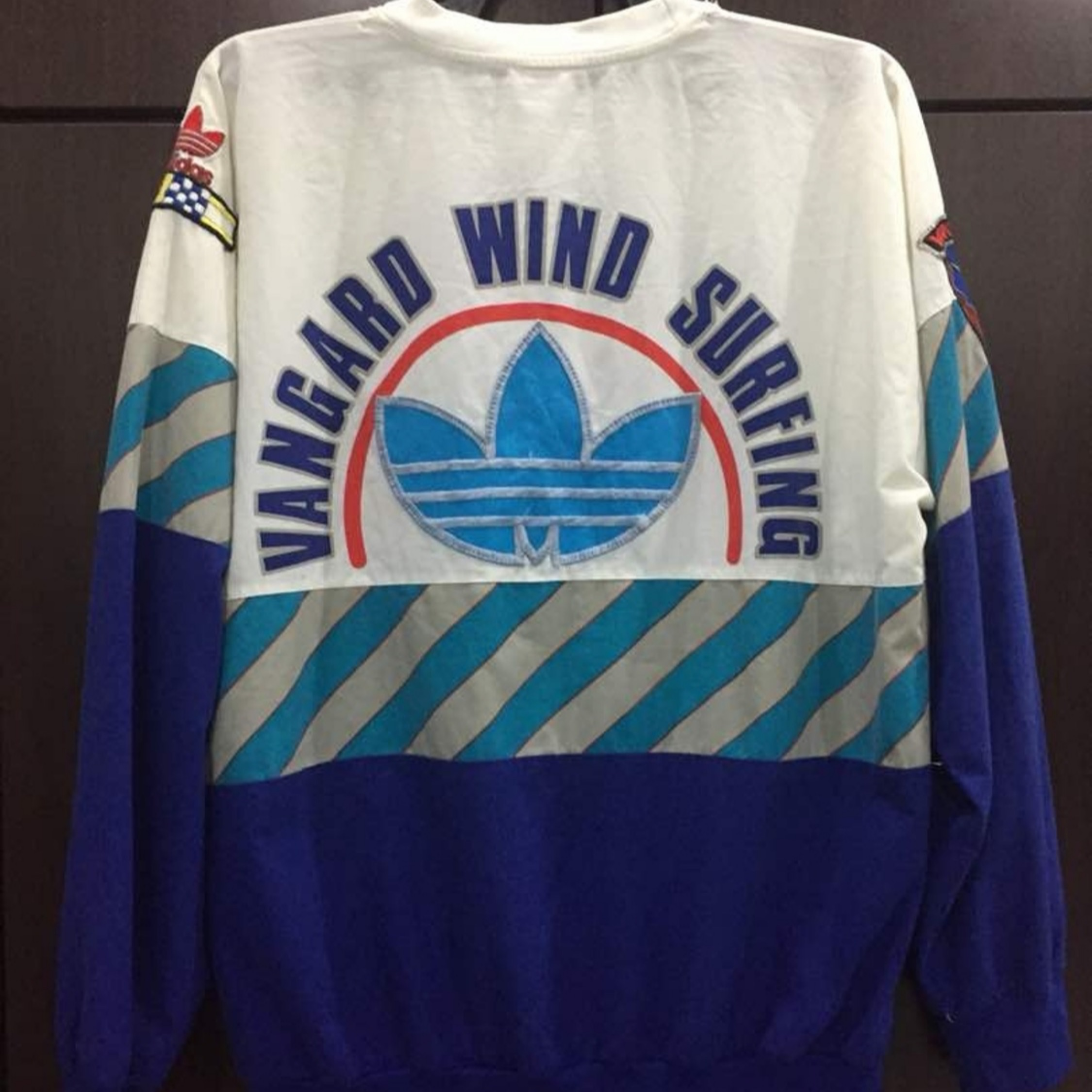 valor diseño castillo  Vintage Adidas Vanguard Wind Surfing Top