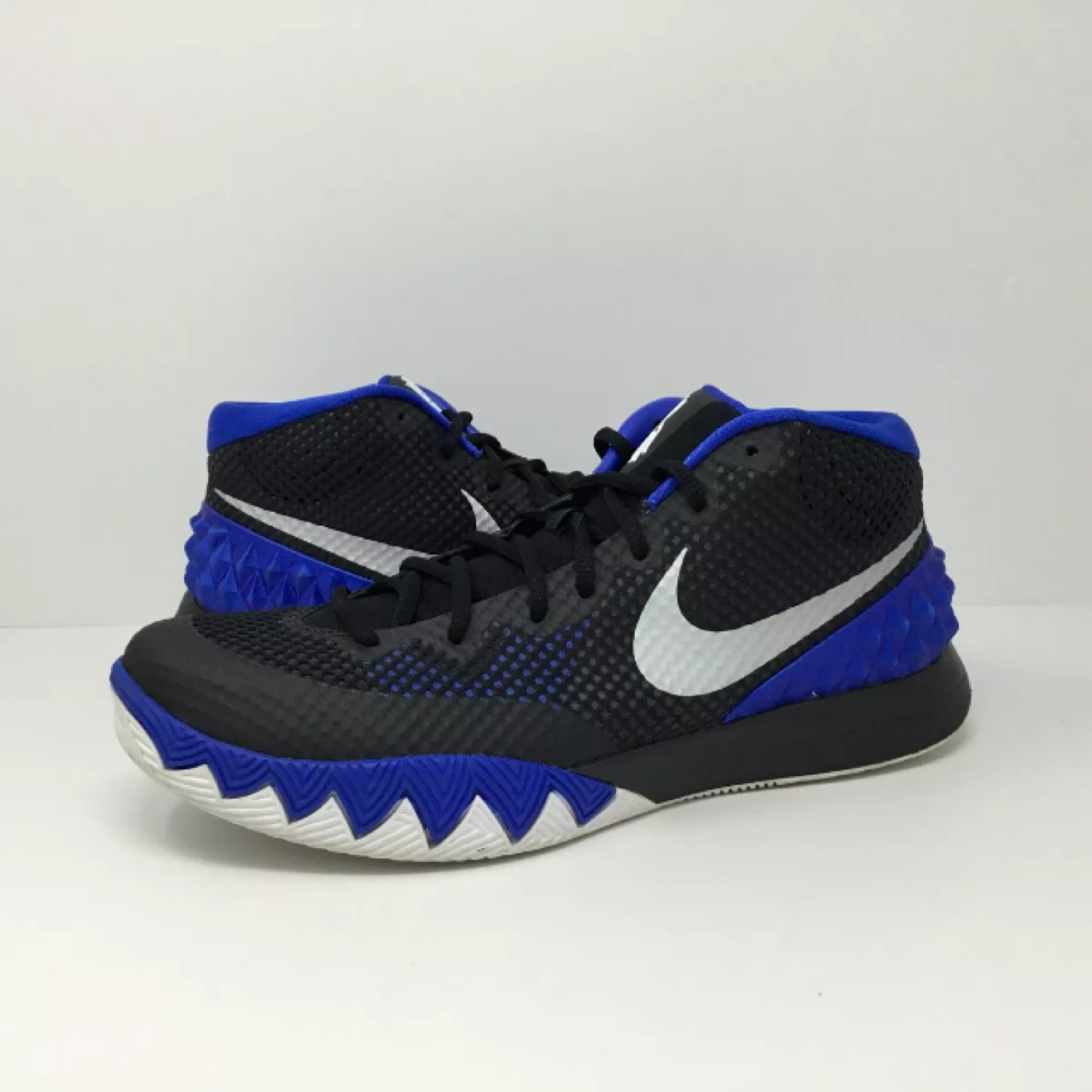 wholesale dealer d9db5 6977a Nike Kyrie 1 Brotherhood Size 11.5 - Black Blue