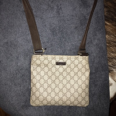 Gucci Messenger Bag  Hard To Find 8/10 Condition